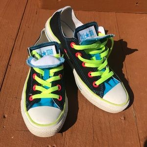 Neon band black converse with double tongue